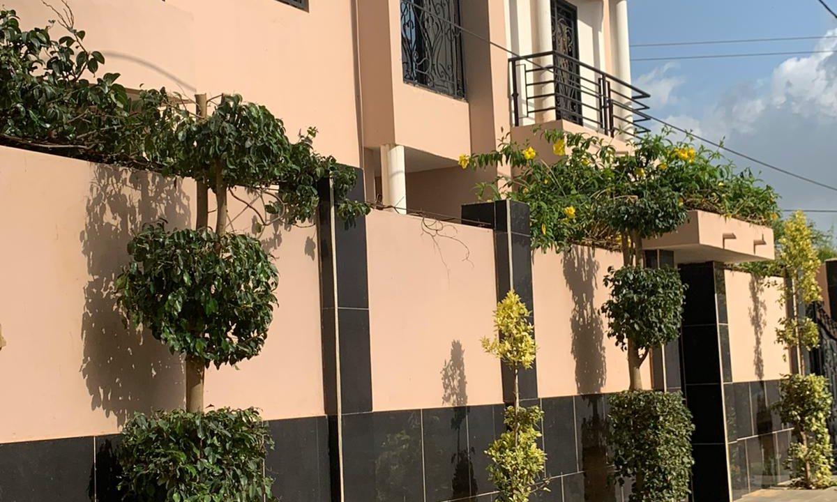 Villa à louer à Thies 776391179 n2
