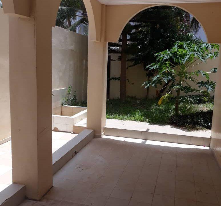 Villa à louer aux almadies 774005141 N4