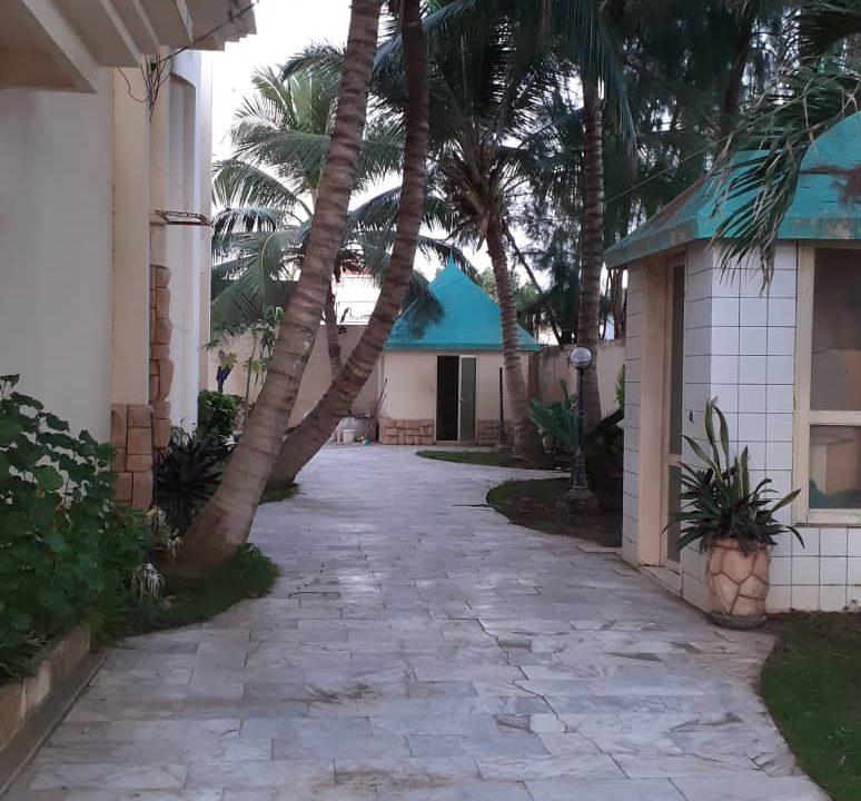 Villa à louer aux almadies 781246828 N1