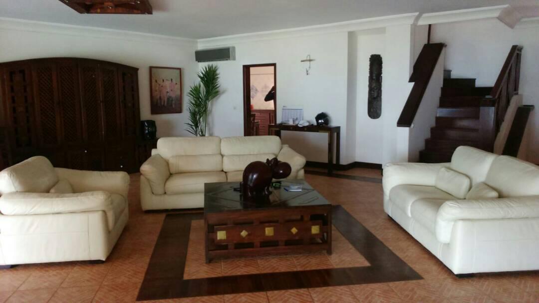 Villa à louer pied dans l'eau à Saly 774180742 N3