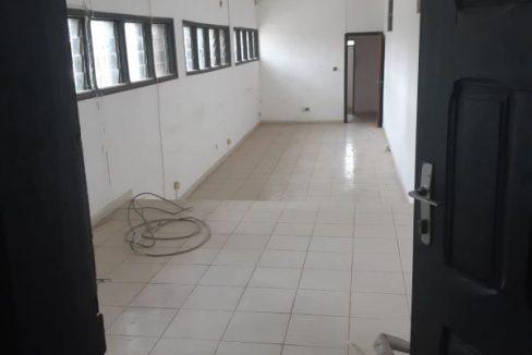 Abidjan à louer 57945757 cité lauriet placard