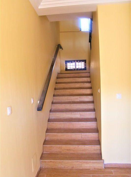 Burkina blance escalier 71 91 22 42