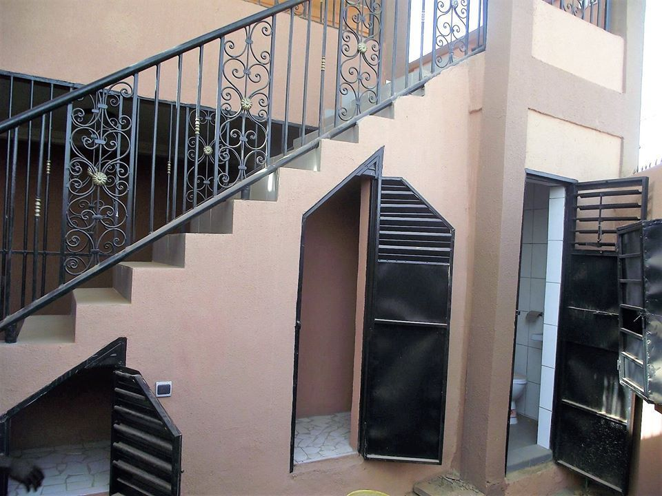 Burkina maron escalier 0022625308383