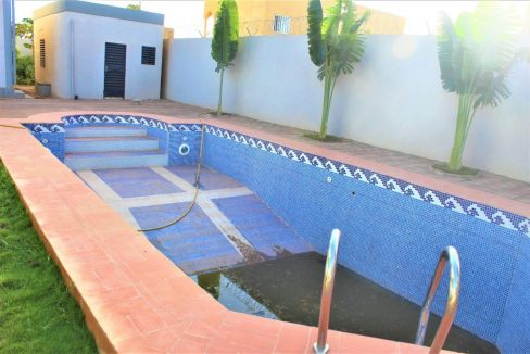 Burkina piscine 58 31 93 58