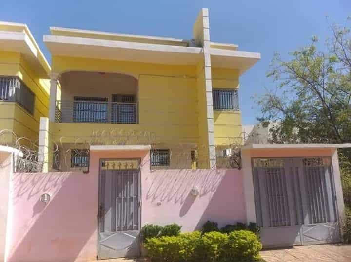 Mali villa jaune