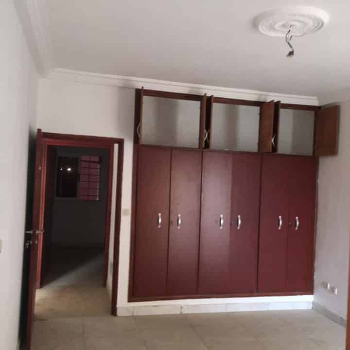 A.P à louer Abidjan 84116560  placards