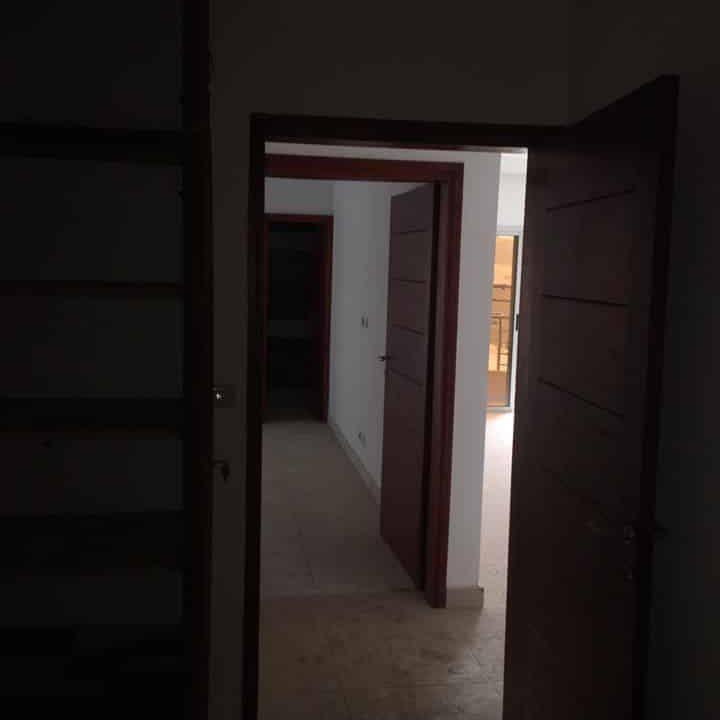 A.P à louer Abidjan 84116560  porte