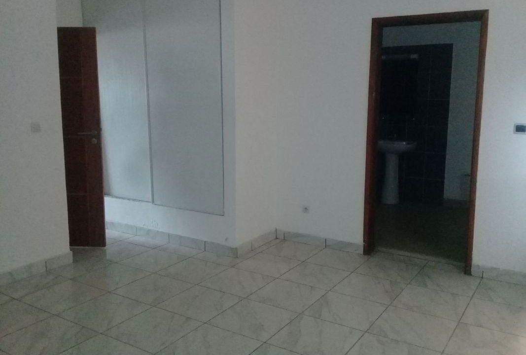 Appartement à vendre à Abidjan 0022549800188 chambre