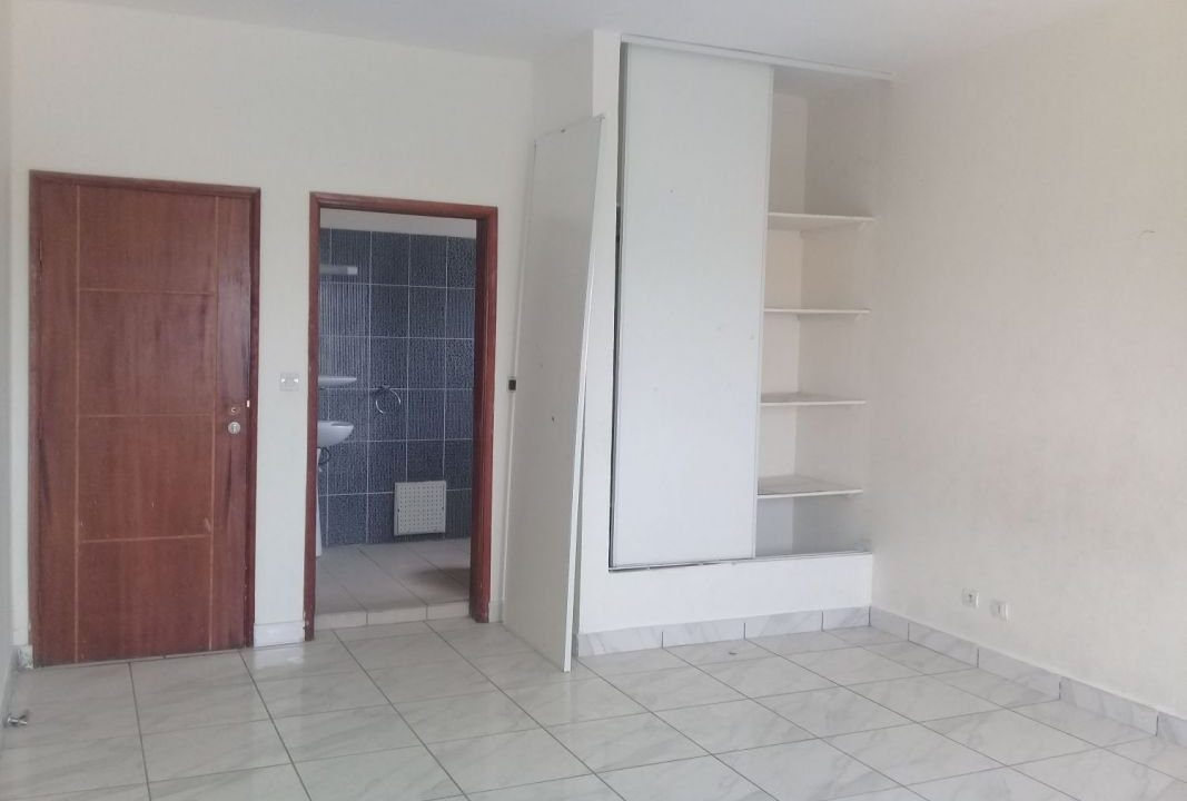 Appartement à vendre à Abidjan 0022549800188 salon
