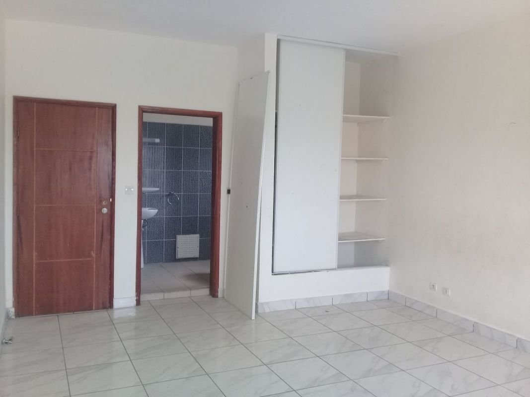 Apartment for sale in Abidjan, Two Trays