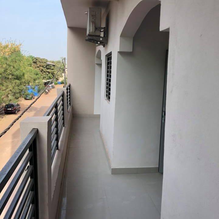 Immeuble à louer Bamako +22376234057 balcon