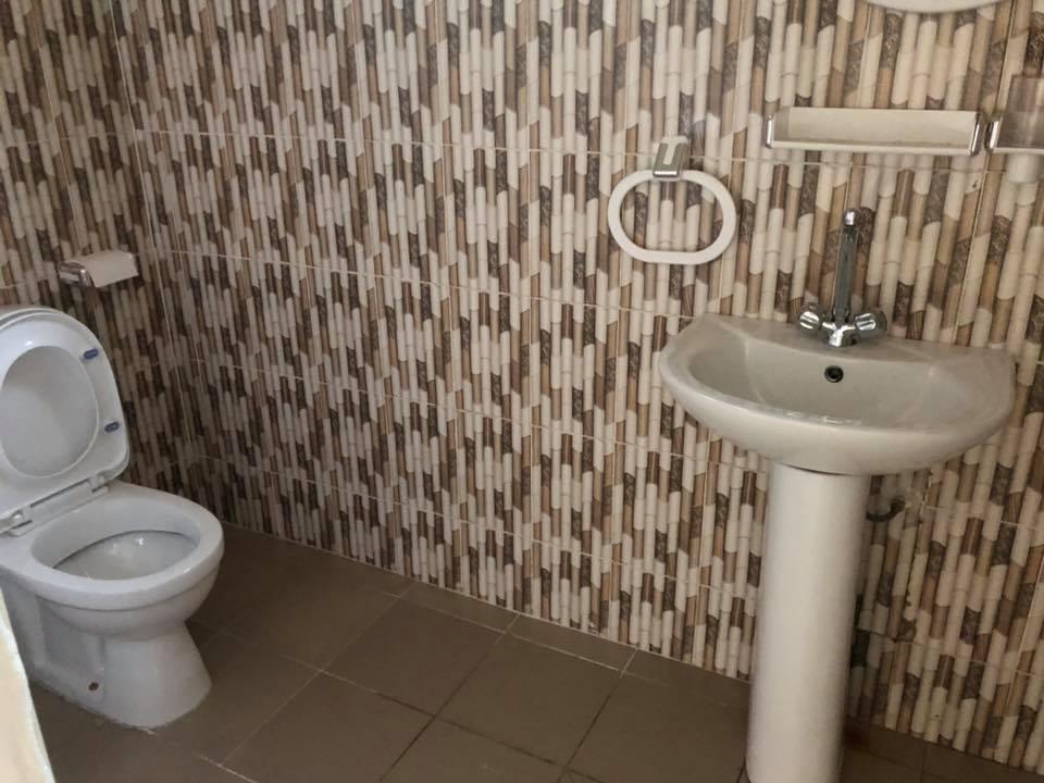 Immeuble à louer Bamako +22376234057 toilette