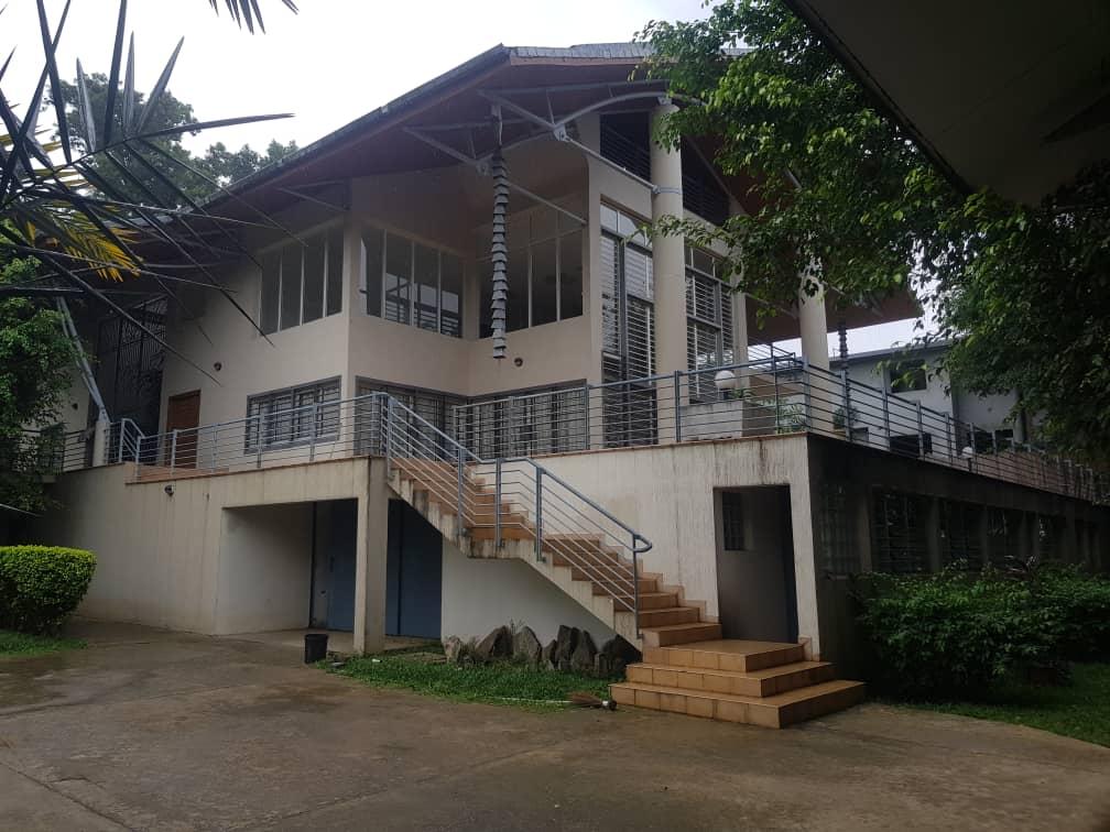 Villa en duplex de 16 pièces à la Rivera golf4 non loin de Konan Bani
