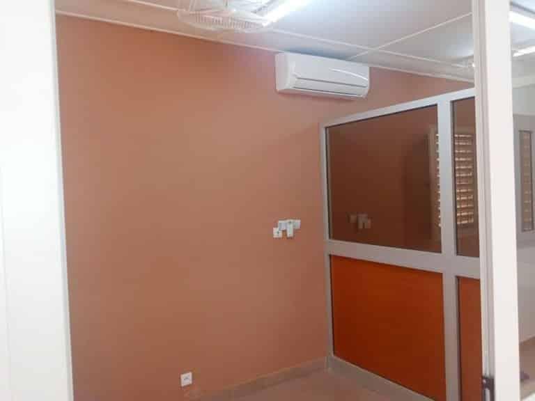 A-LOUER-NOUVELLE-CONSTRUCTION-GRANDE-COUR-AVEC-BUREAU-CLOISONNE-A-OUAGADOUGOU-QUARTIER-DASSASGHO-SUR-PERFECTOR-IMMOBILIER-768x576