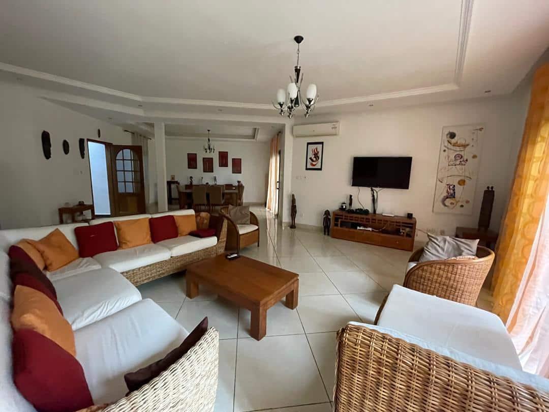 Villa 4 chambres à louer aux Almadies