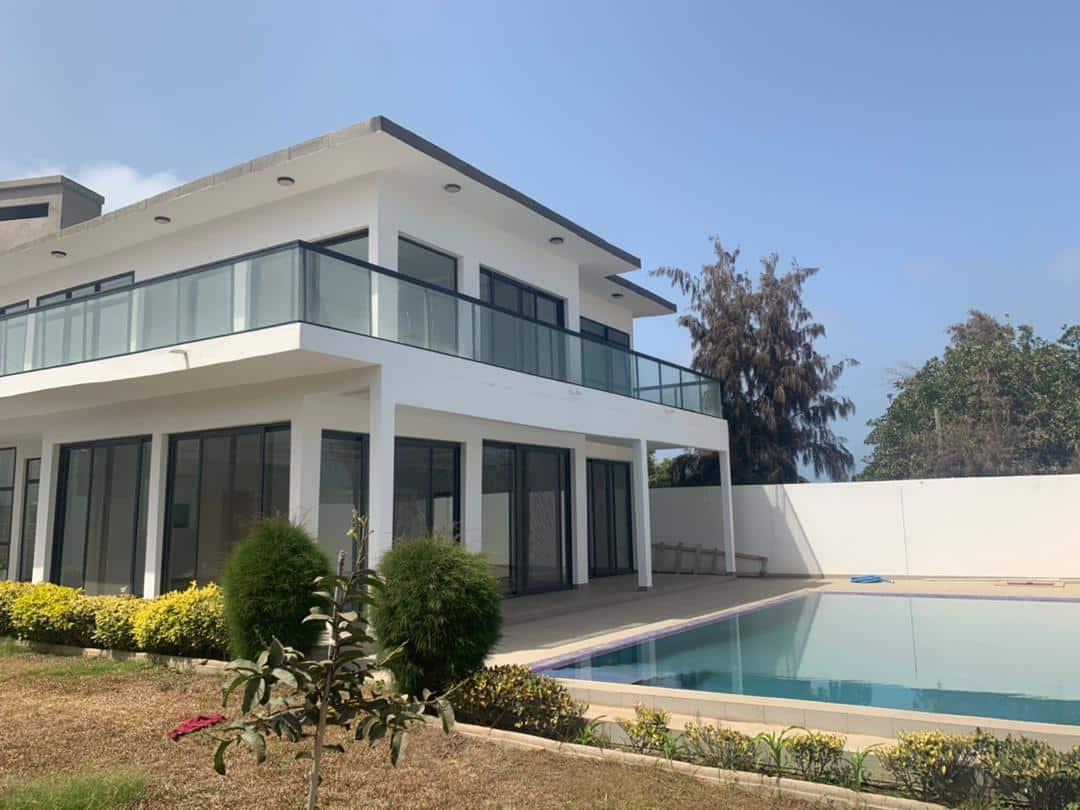 Villa avec piscine à louer aux Almadies