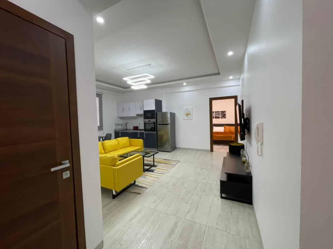 Joli studio meublé à louer au Point E